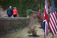 Er liebt sie, er liebt sie nicht: Donald Trump und Theresa May am Freitag in Chequers.