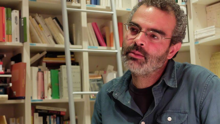 O escritor Gonçalo M. Tavares sentou-se à mesa com uma família luxemburguesa e participou também num jantar com portugueses