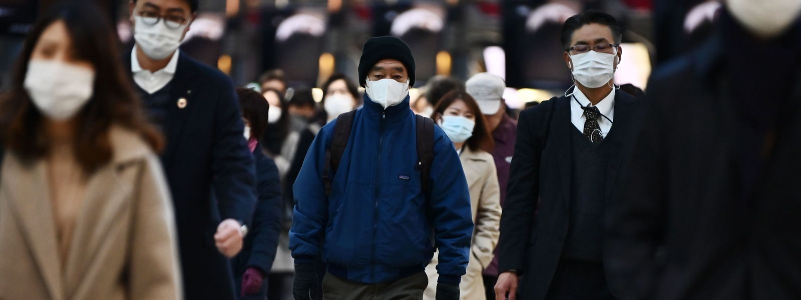Près de 79.000 personnes ont jusqu'ici été contaminées en Chine, dont 2.788 mortellement. Le coronavirus touche également une cinquantaine d'autres pays, avec un bilan de plus de 4.000 contaminations et plus de 60 morts.