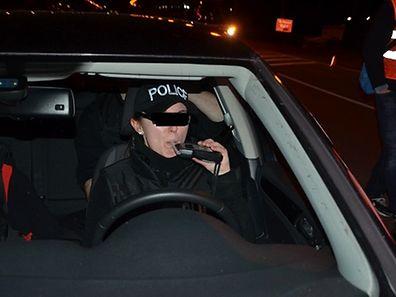 Des policiers déguisés contrôlés par des vrais: un bon exemple puisque tout le monde était sobre.