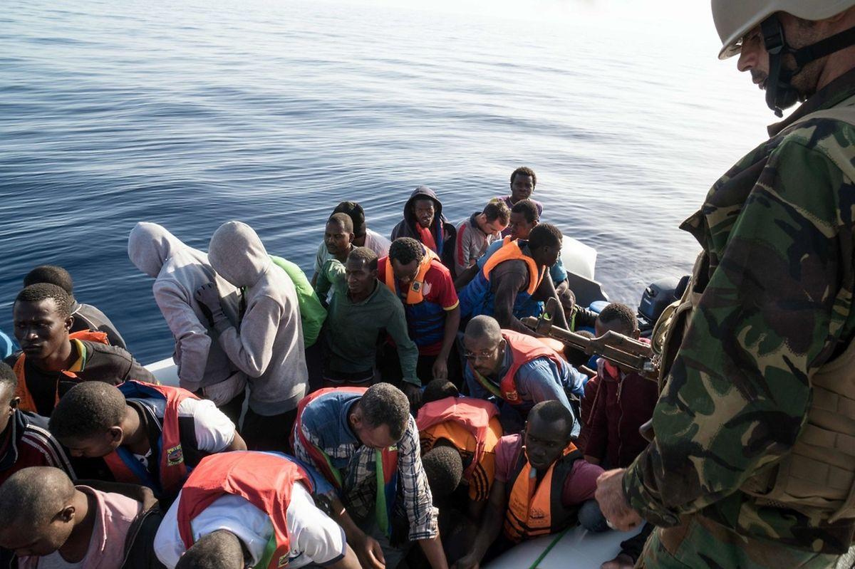 Vor Lampedusa legen immer noch regelmäßig Boote an, die Flüchtlinge nach Europa bringen.