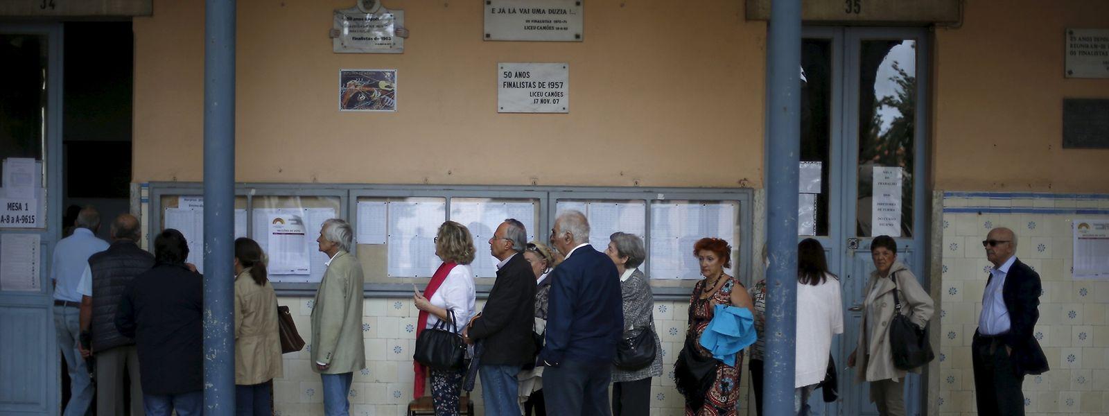 Bei den Wahlen in Portugal konnte sich das konservative Regierungsbündnis behaupten.