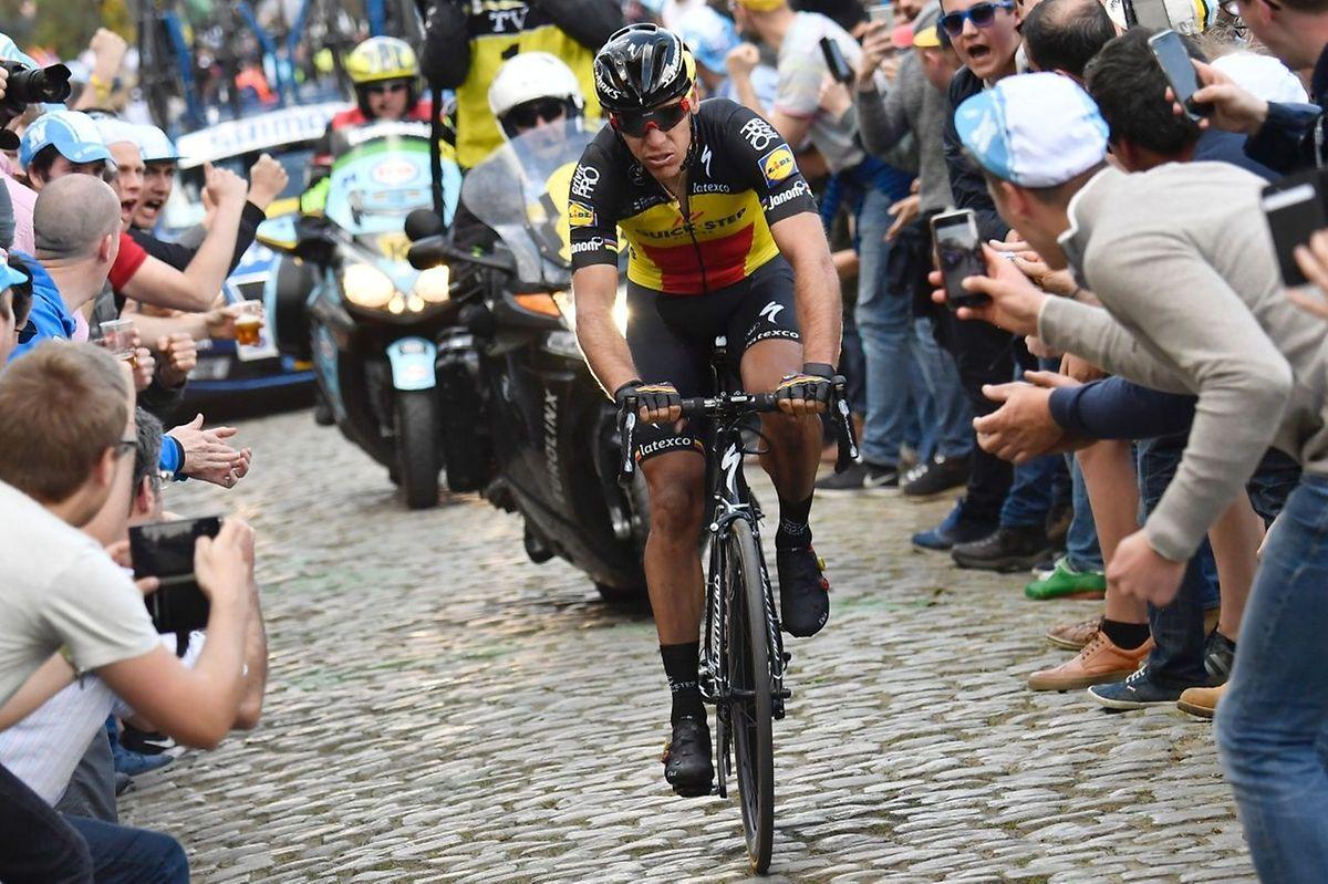 Philippe Gilbert s'est isolé en tête de course dans le Vieux Quaremont à 55 km de l'arrivée.