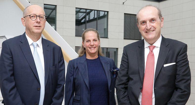 François Pauly (à.g.), Ariane de Rothschild, Yves Stein entament la prochaine phase de croissance du groupe.