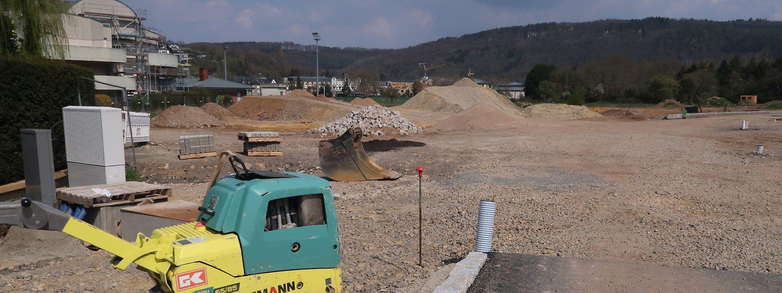 Bald geht es los: Im hinteren Teil des Baugebiets sind die Straßen bereits fertig asphaltiert.