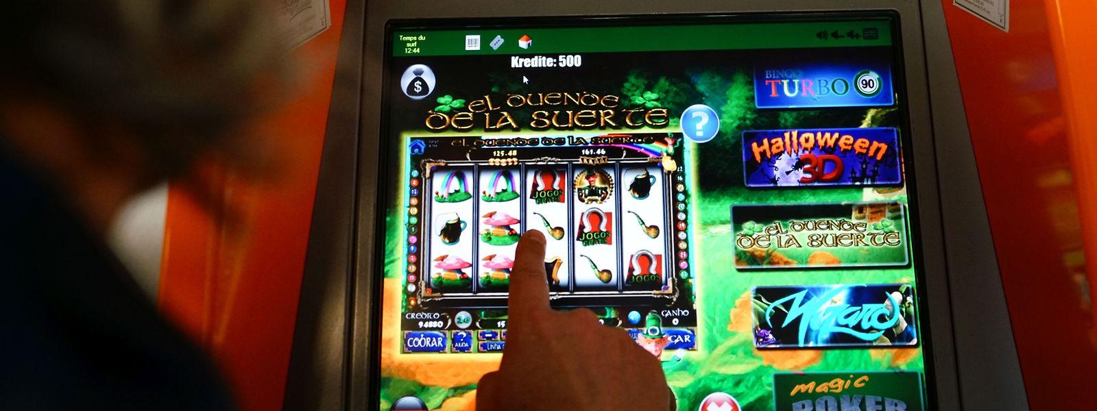 Mehrere Anbieter haben sich den Markt der sogenannten Bornes internet aufgeteilt. Ob diese getarnten Glücksspielautomaten gesetzeswidrig sind, prüft derzeit die Kriminalpolizei.