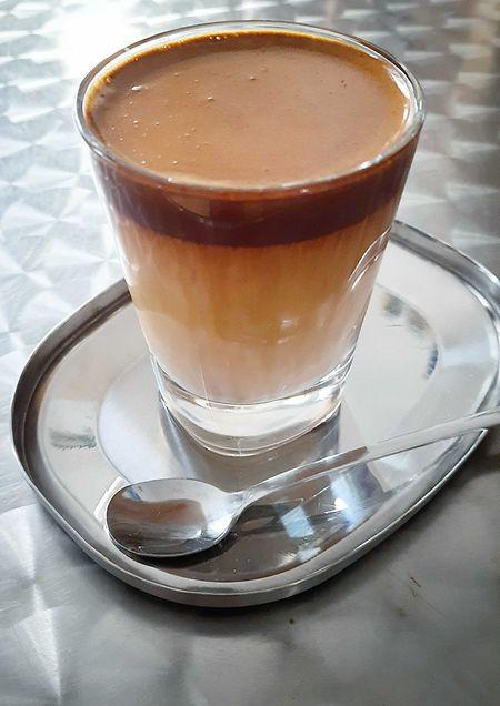 Dalgona-Kaffee - das Trendgetränk des Jahres aus Asien und soetwas wie ein umgekehrter Cappuccino.