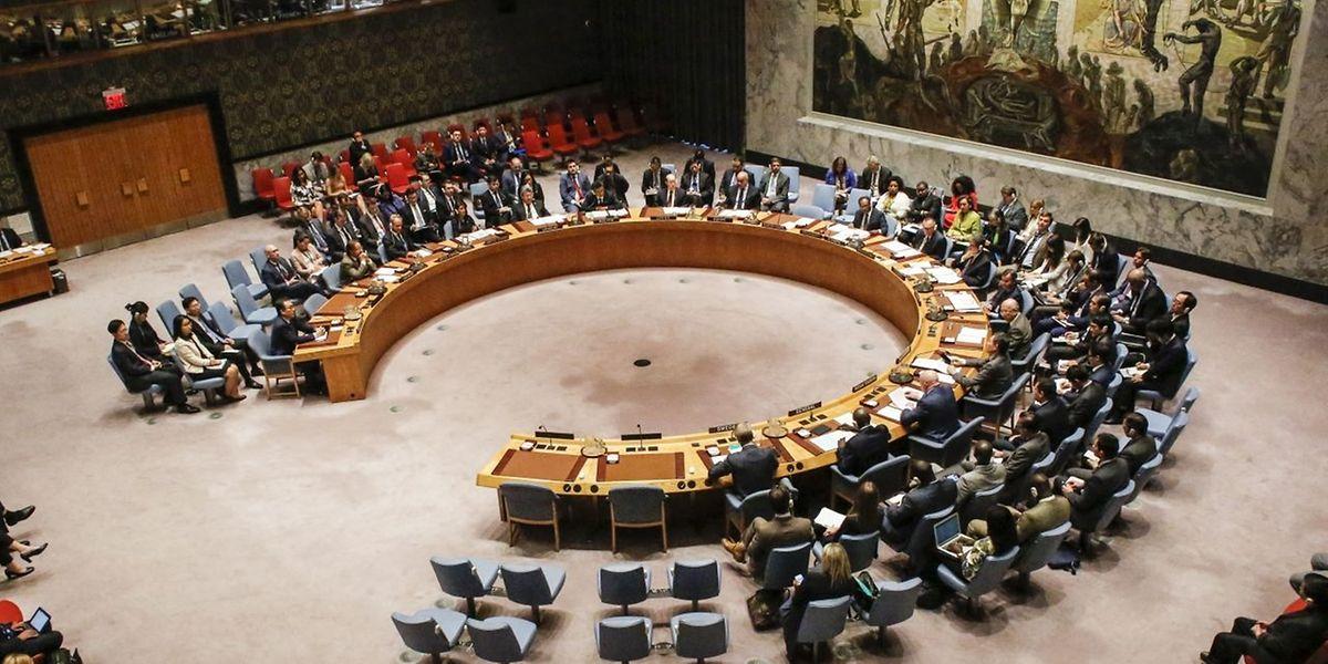 Der UN-Sicherheitsrat hatte die Sanktionen am Montag beschlossen.