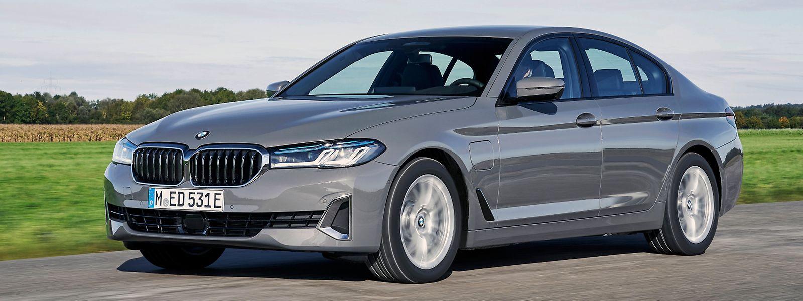 Die BMW 545e xDrive Limousine rangiert derzeit als Topmodell der Plug-in-Versionen im 5er-Programm.