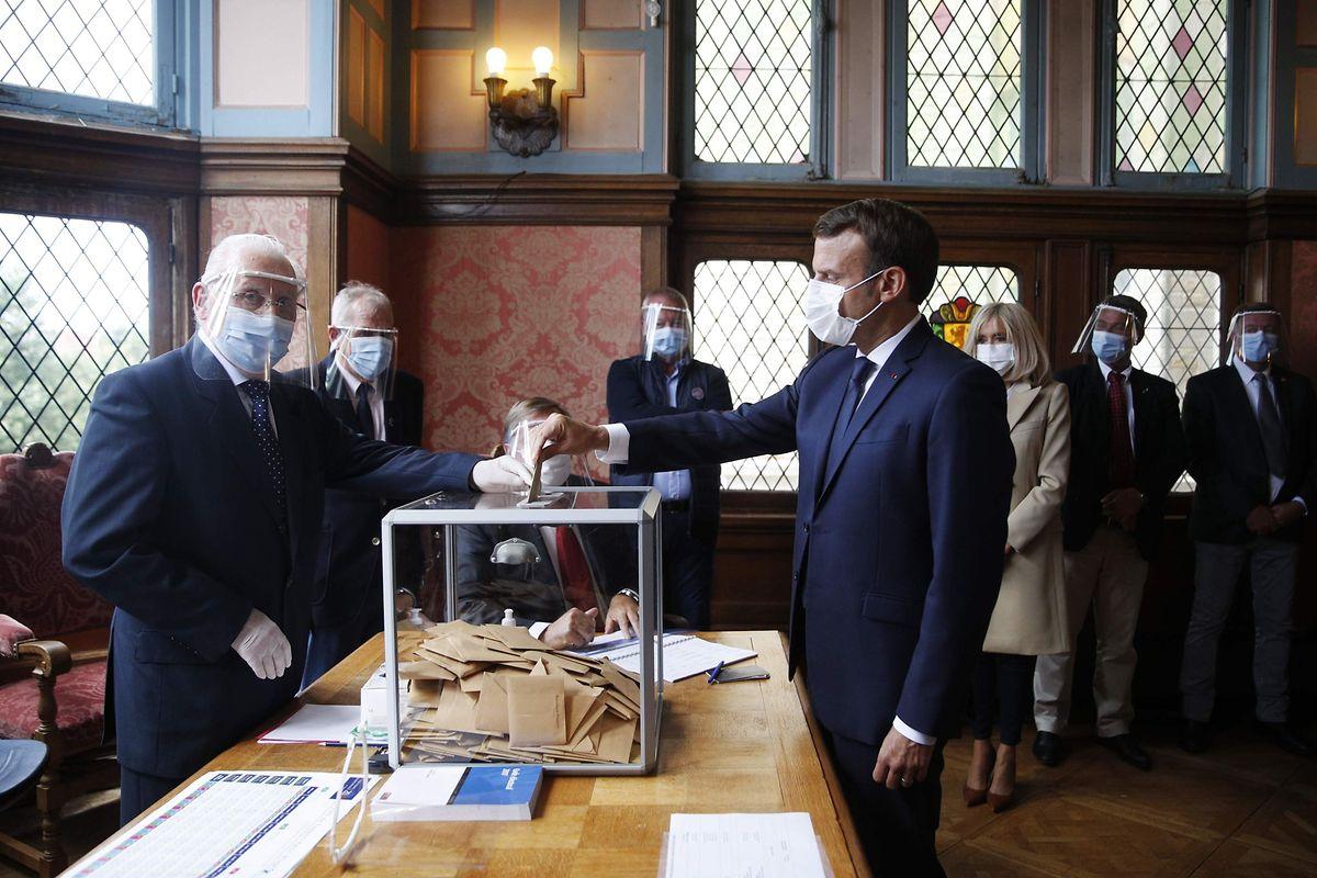 Le président français Emmanuel Macron et son épouse ont voté au Touquet, et ce alors que son Premier ministre Edouard Philippe était réélu à la tête de la commune du Havre.