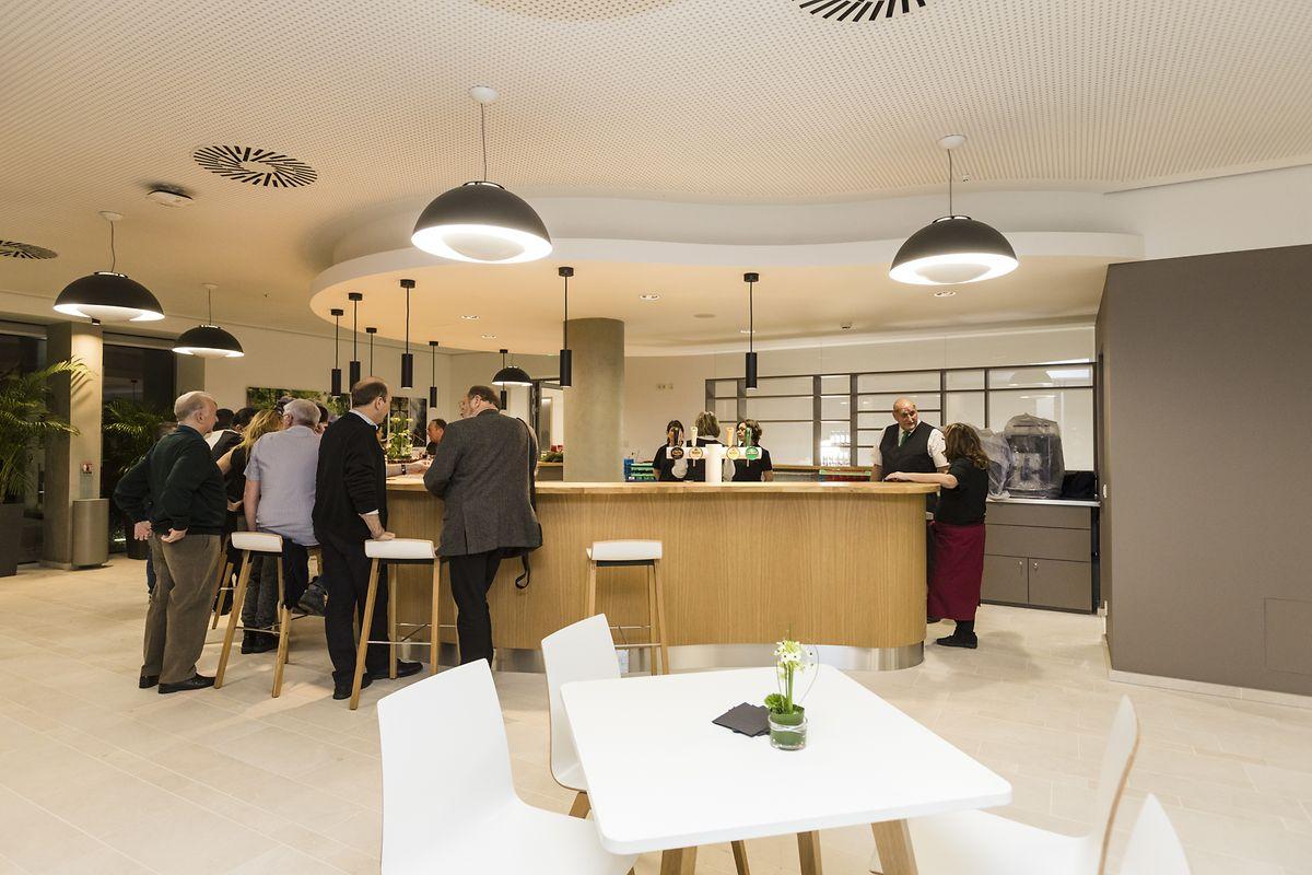 La brasserie du nouveau complexe est exclusivement réservée aux personnes qui fréquentent soit la Maison des salariés, soit le Casino syndical.