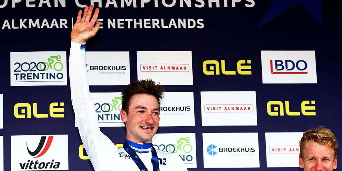 Elia Viviani succède à Matteo Trentin. Le maillot étoilé reste la propriété des coureurs italiens.
