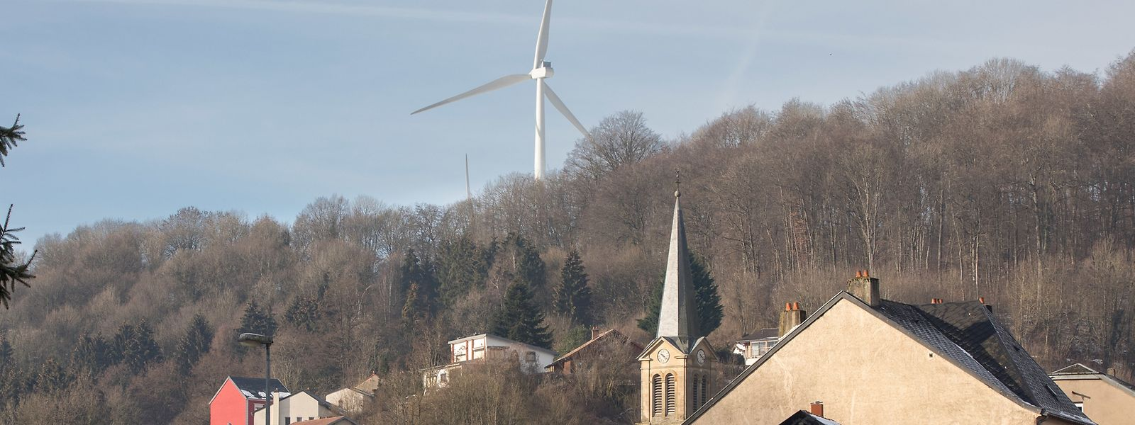 Im französischen Ottange wurden etwa zwei Kilometer von der Grenze entfernt, ein Windpark errichtet.