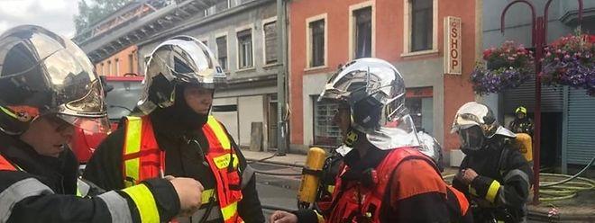Gemeinsam mit den belgischen Kollegen, bekämpfte ein Team der Feuerwehr Petingen die Flammen in Athus.