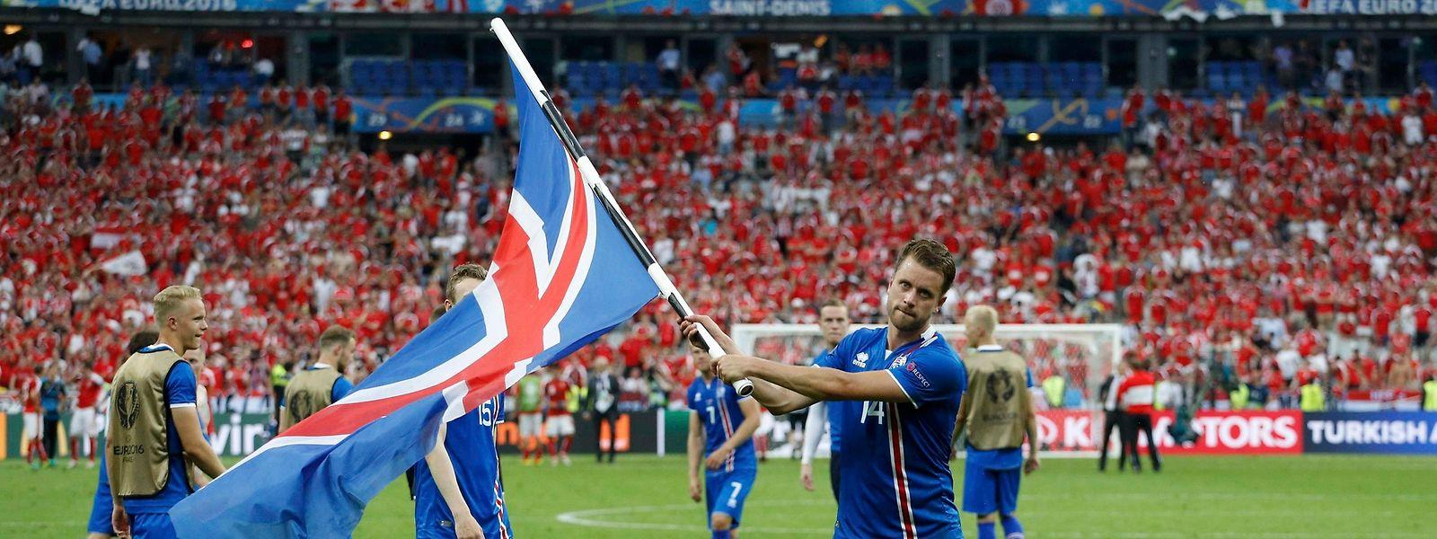 Stolzer Isländer: Kari Arnason feiert den Achtelfinaleinzug.