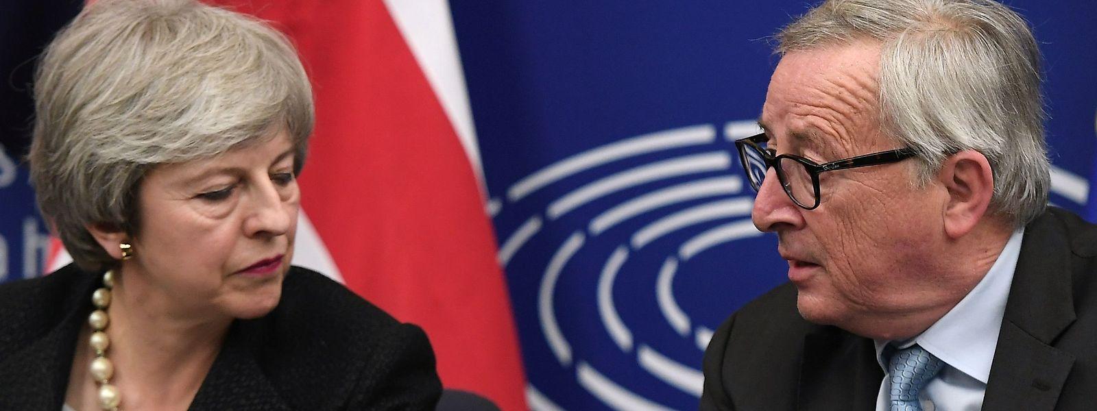 Theresa May und Juncker bei der gemeinsamen Pressekonferenz.