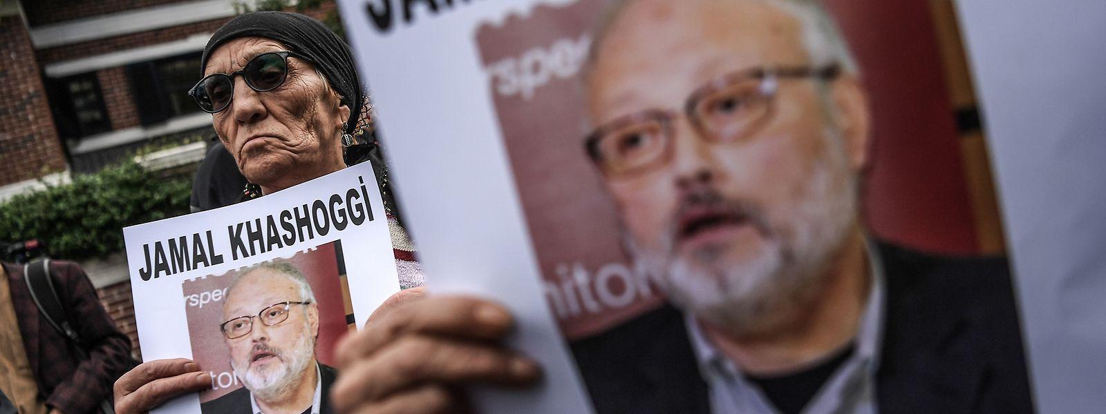 Demonstranten erinnern vor dem saudischen Konsulat in Istanbul an Jamal Kashoggi.