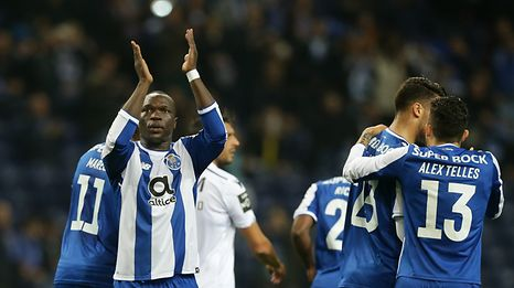 FC Porto's Vincent Aboubakar (L) celebrates after scoring a goal against Guimaraes during their Portuguese Cup soccer match, held at Dragao stadium, Porto, Portugal, 14th December 2017. JOSE COELHO/ LUSA