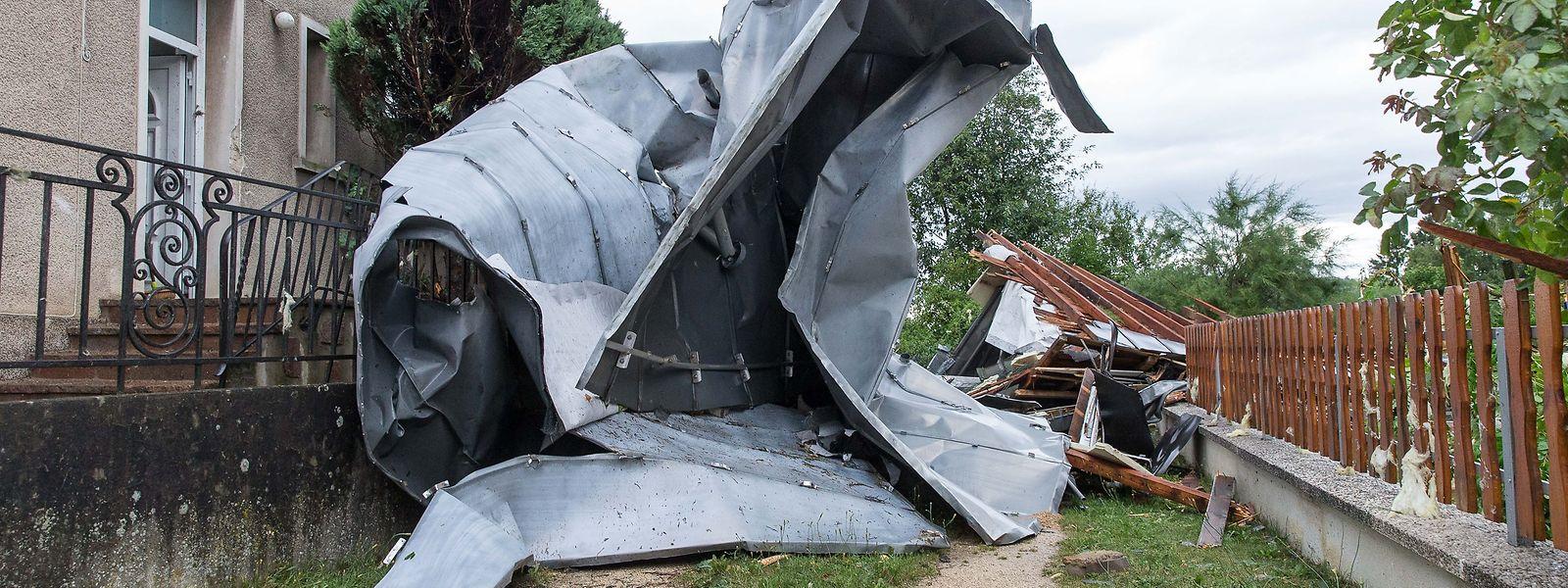 Les vents dévastateurs du 9 août avaient causé des millions d'euros de dégâts, mais les foyers sinistrés semblent tarder à formuler des demandes d'aide.