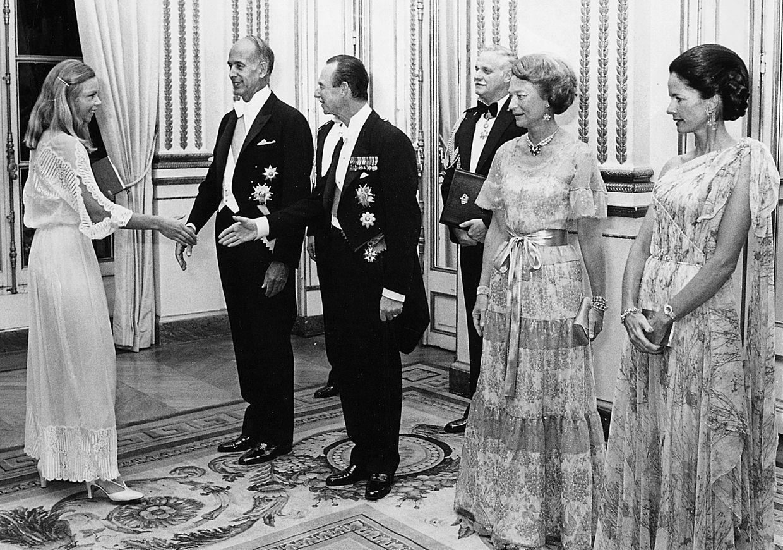Staatsbesuch des Grossherzoglichen Paares in Frankreich, 1978 - Großherzog Jean und Valery Giscard d'Estaing begrüßen die angehende Politikerin Viviane Reding.