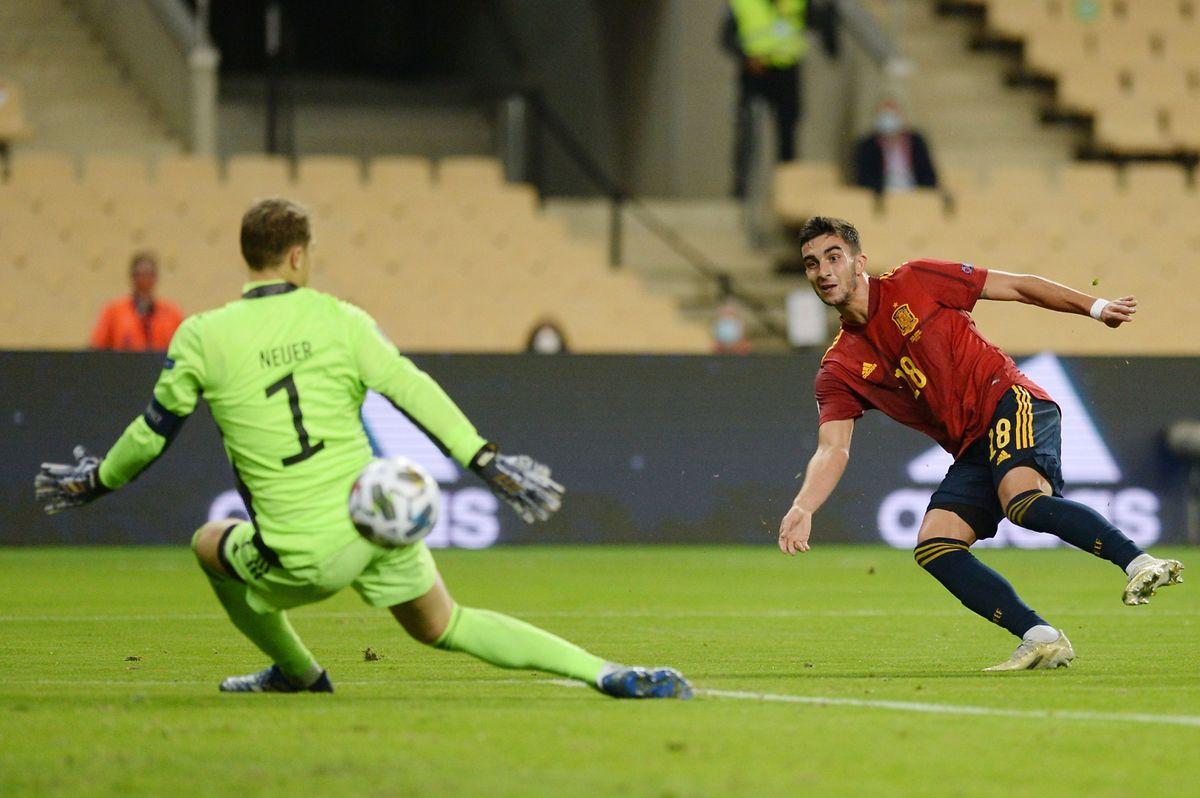 Der spanische Mittelfeldspieler Ferran Torres überwindet DFB-Schlussmann Manuel Neuer drei Mal.