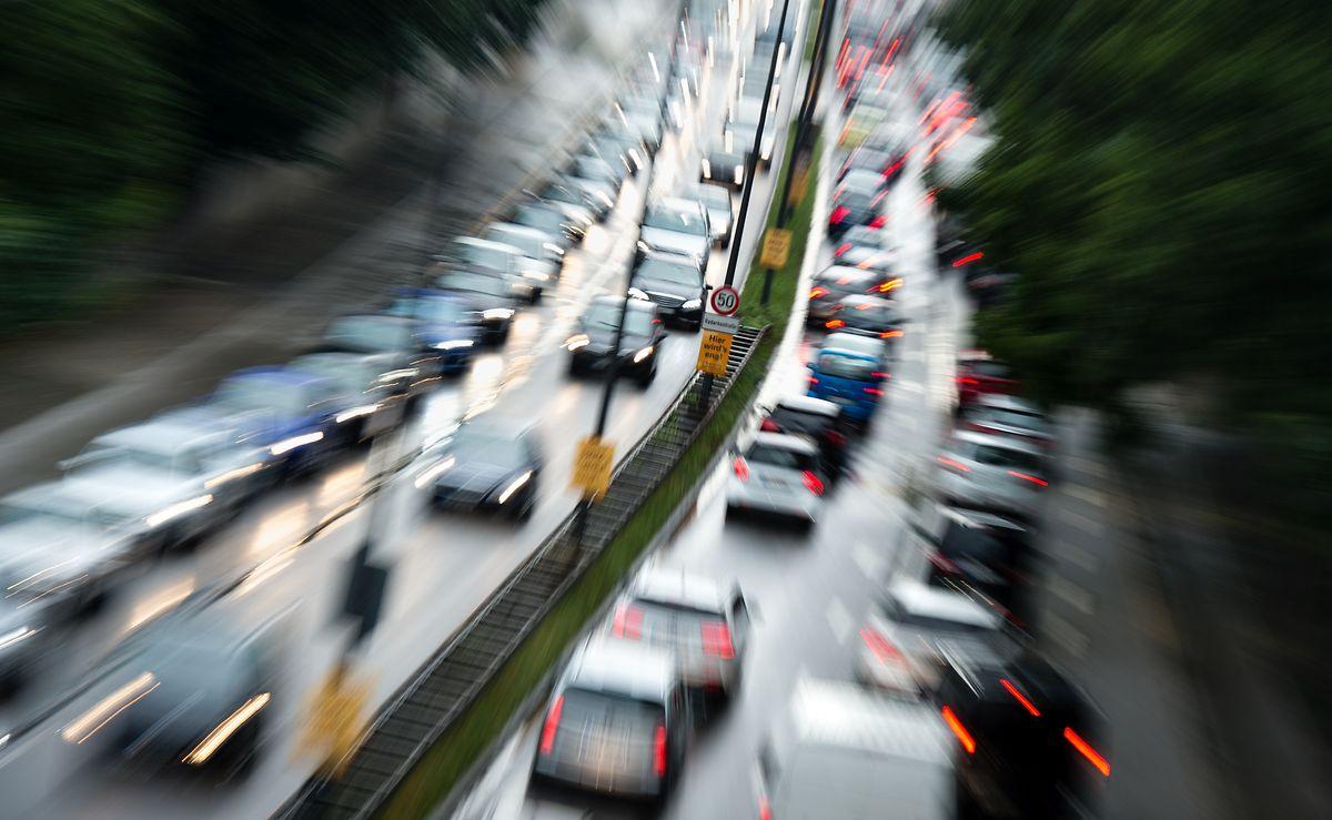 Die Branche steht bereits wegen der VW-Abgasaffäre und zu hoher Diesel-Emissionen unter Druck.