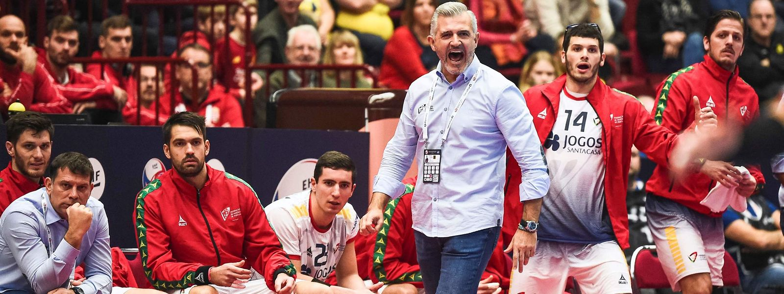 Portugal's head coach Paulo Pereira reacts during the Men's European Handball Championship, main round match between Portugal and Iceland in Malmoe, Sweden on January 19, 2020. (Photo by Jonathan NACKSTRAND / AFP)
