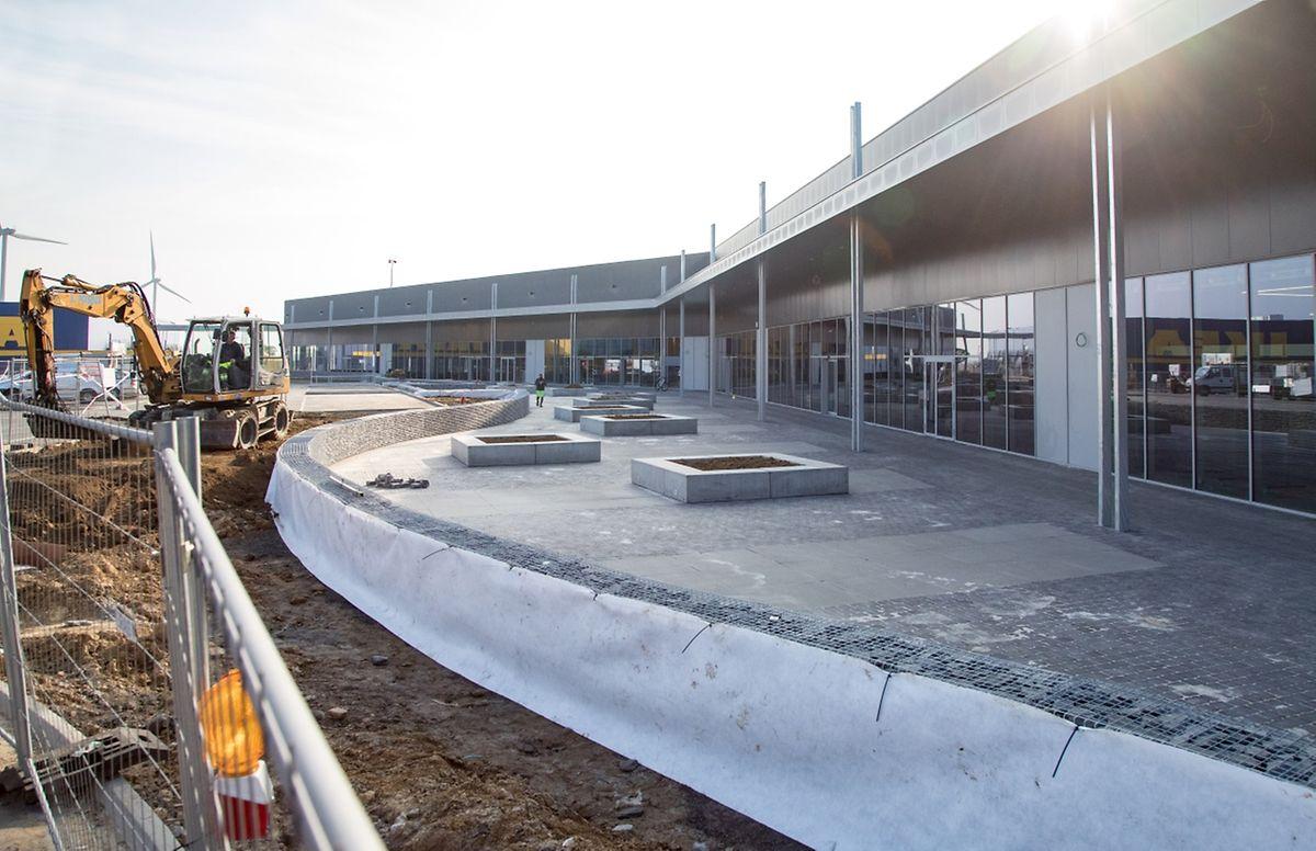 L'Ikea Retail Park doit être inauguré fin novembre avec cinq des six boutiques, puisque la FNAC sera remplacée.