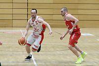 Basketball Total League Meisterschaft 2020-21 der Maenner zwischen der Sparta Bartringen und den Musel Pikes am 27.02.2021 Pit KOSTER (5 Sparta) und Tom WELTER (5 PIKES)