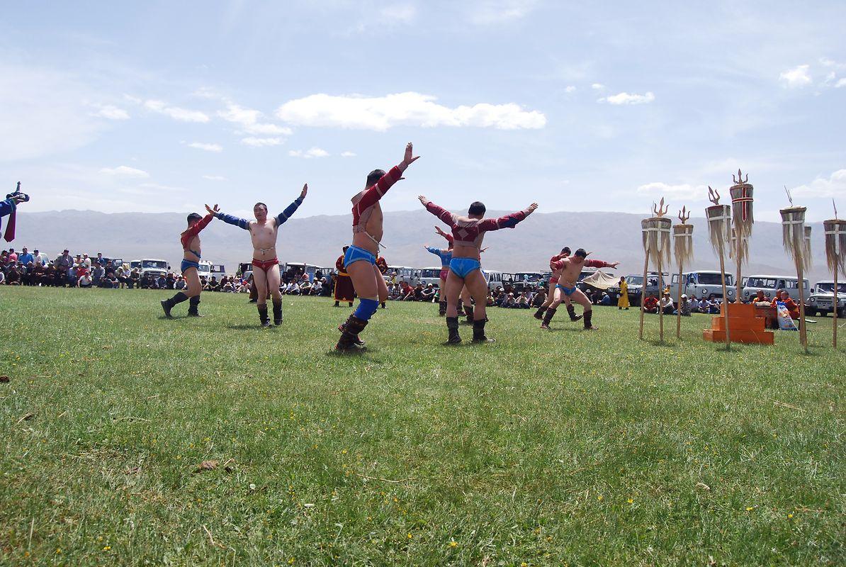 Traditionelle Anbetung heiliger Stätten in der Mongolei.