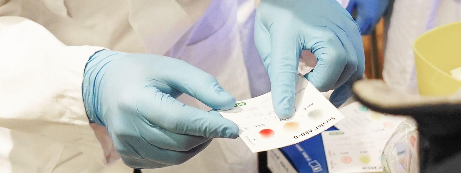 Einige Blutgruppen scheinen anfälliger für einen schweren Krankheitsverlauf zu sein.
