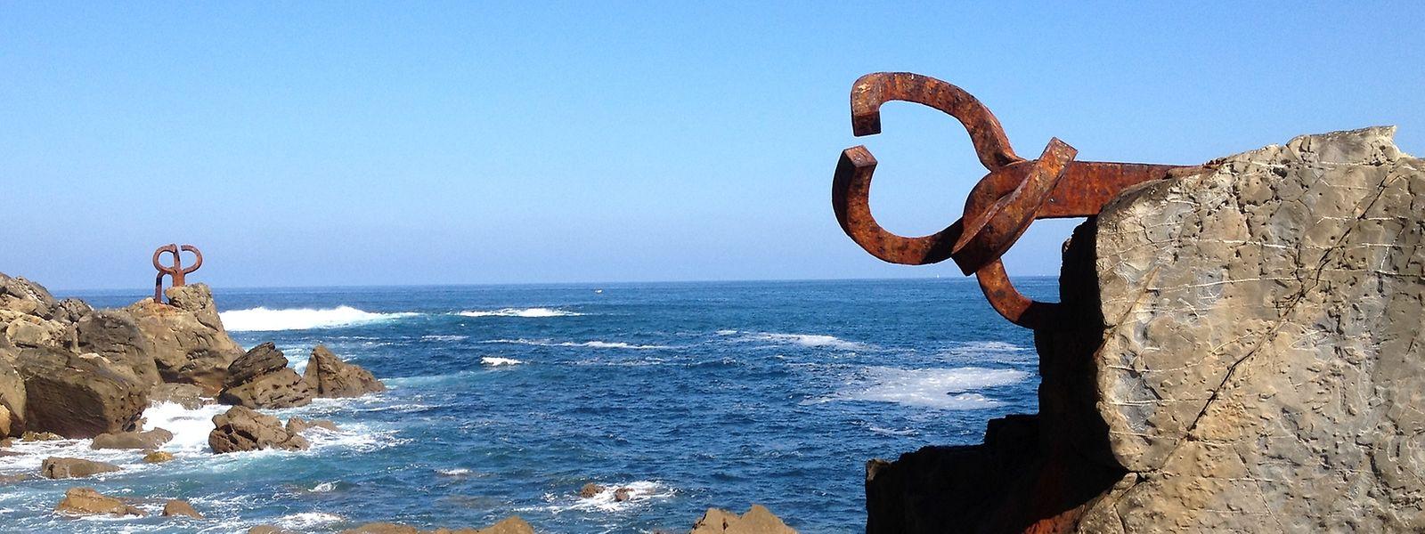 Was für eine Kulisse: Chilladas Skulpturen verleihen der Küste bei San Sebastián ungewöhnliche Perspektiven.