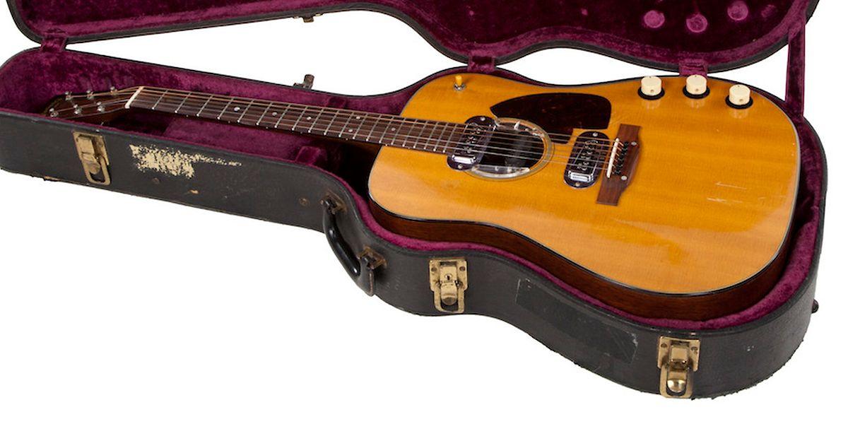 Eine Gitarre des früheren Nirvana-Frontmanns Kurt Cobain. Das Instrument hat bei einer Auktion einen Rekord-Preis erzielt.