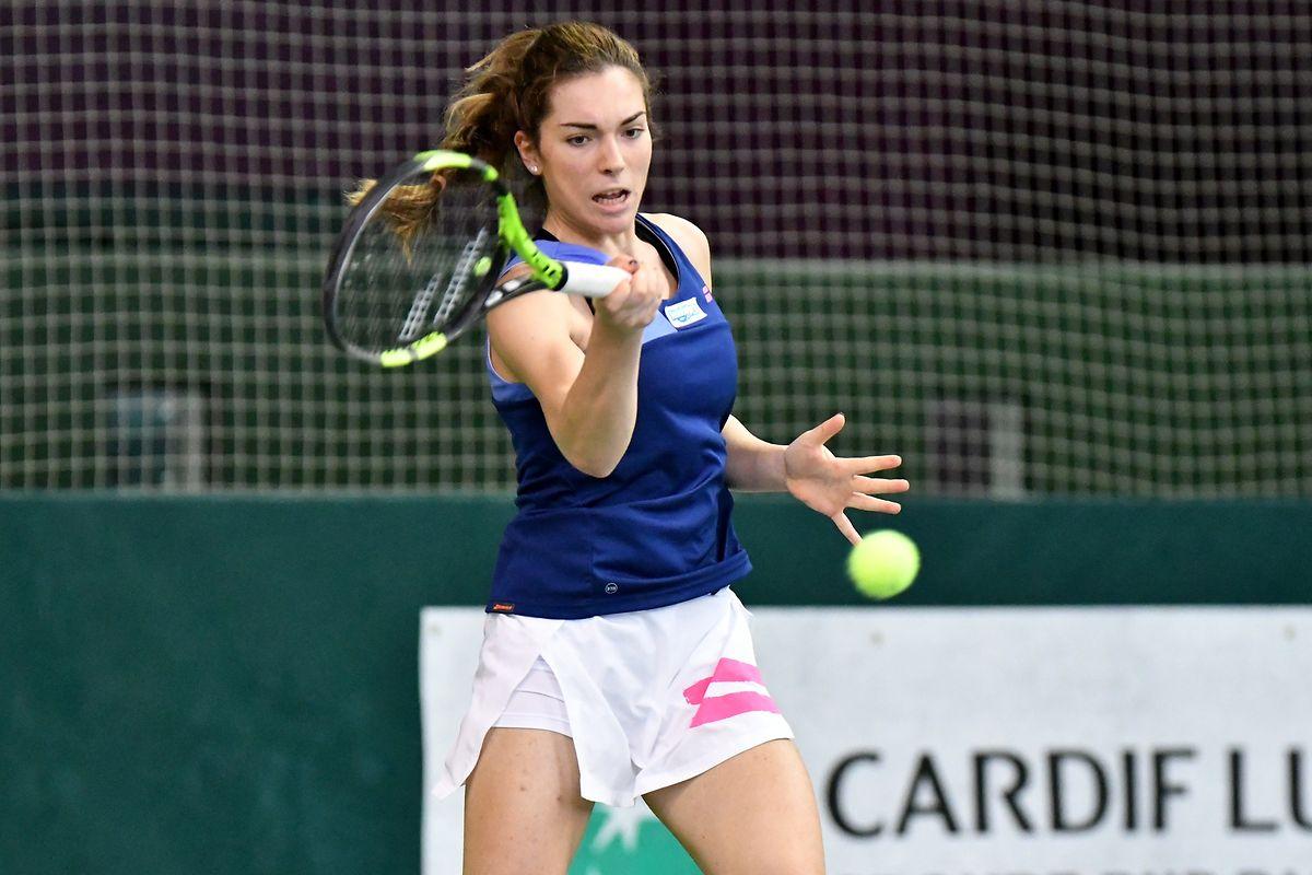 Malgré un premier set serré, Eléonora Molinaro poursuit sa route à Gonesse