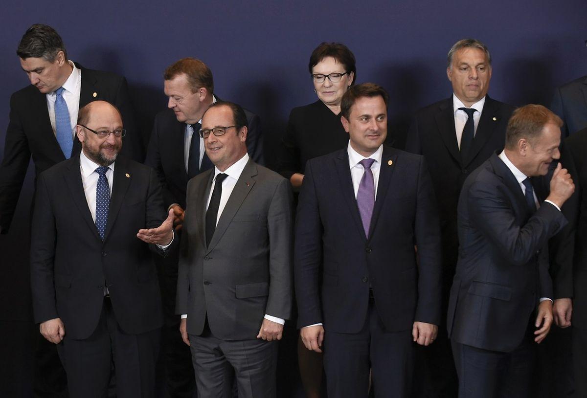 Entspannte Stimmung beim Familienfoto: Xavier Bettel zwischen EU-Parlamentspräsident Martin Schulz, Frankreichs Staatspräsident François Hollande und Gipfelchef Donald Tusk.(v.l.n.r.)