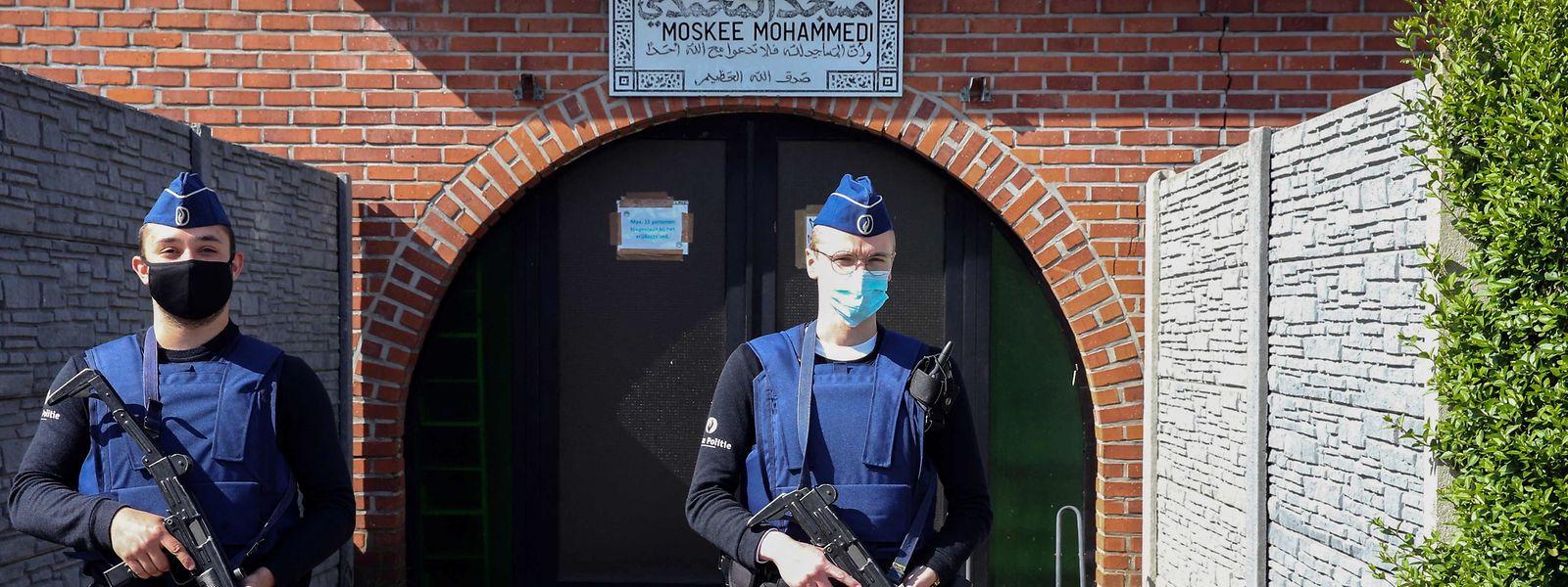 Cette mosquée, non loin de Maastricht, est désormais sous haute surveillance depuis que Conings a annoncé vouloir en faire une cible.