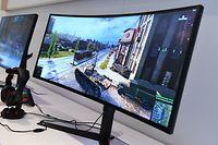 ARCHIV - Zum Themendienst-Bericht von Maximilian Konrad vom 30. Mai 2019: Curved-Monitore haben einen nach innen gewölbten Bildschirm und sind etwa bei Computerspielern beliebt. Foto: Franziska Gabbert/dpa-tmn - Honorarfrei nur für Bezieher des dpa-Themendienstes +++ dpa-Themendienst +++