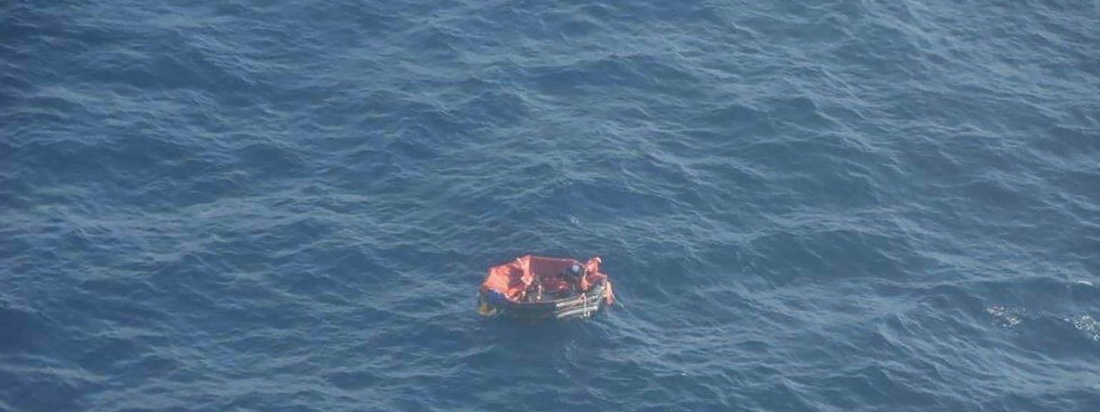 Die Rettungsinsel, aus der drei Seeleute lebend gerettet werden konnten.