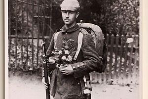 Ein deutscher Soldat, aufgenommen in der Nähe der Ortschaft Wahl.