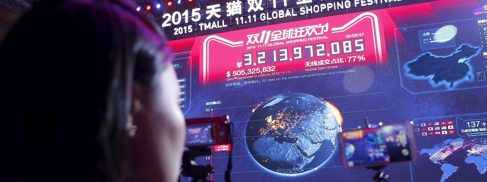 Live dabei: Die Verkaufszahlen erscheinen in Echtszeit auf dem Megascreen