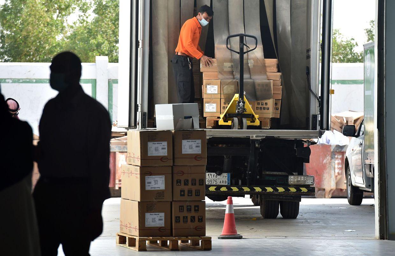 Pfizer s'assure par système GPS de la localisation de ses camions de livraisons et de la température des caissons de vaccins livrés.