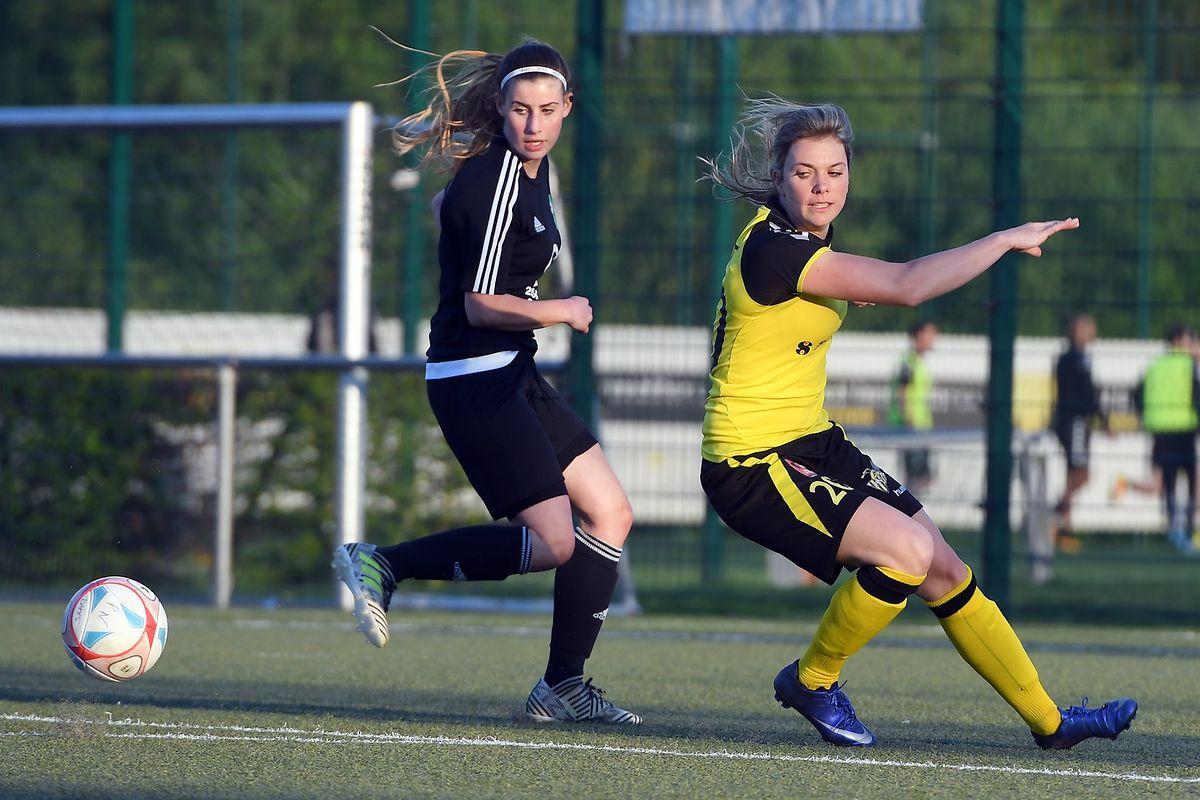 Emma Kremer (à g., Junglinster) et Mandy Charlet (Progrès, en jaune) semblent aller trop vite pour le ballon