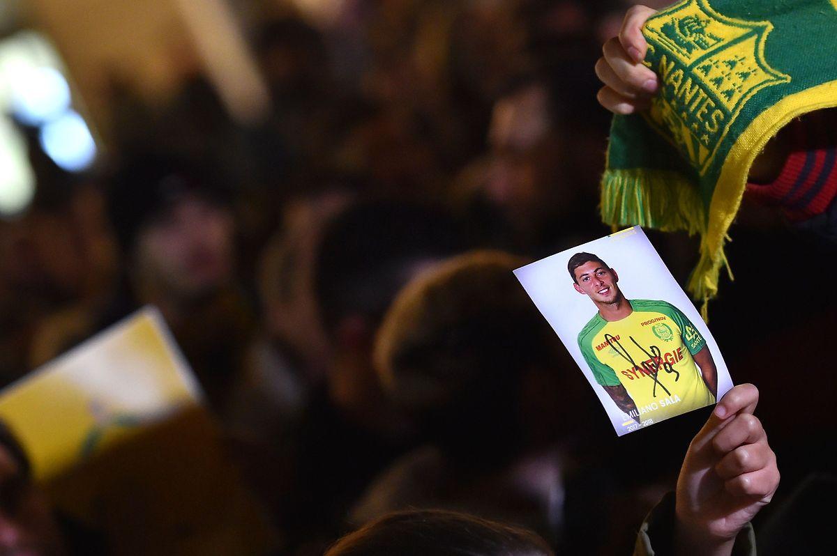 Die Nantes-Anhänger trauern gemeinsam.