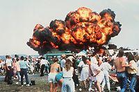 Die Feuerwalze von Ramstein: Geschätzte 350.000 Zuschauer besuchen den Flugtag auf dem US-Militärflughafen in der Westpfalz. Ein Pilotenfehler führt zur Katastrophe.