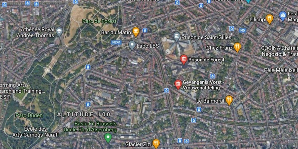 Medieninformationen zufolge soll der Hubschrauber das Gefängnis von Forest sowie die Abteilung für Frauen in Berkendael überflogen haben.
