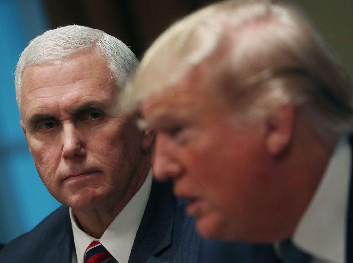 Der zweite Mann: Mike Pence (r.) ist Trumps Vizepräsident. Im Falle eines Impeachments würde er bis zu den nächsten Wahlen übernehmen. Er gilt als extrem konservativer Hardliner.