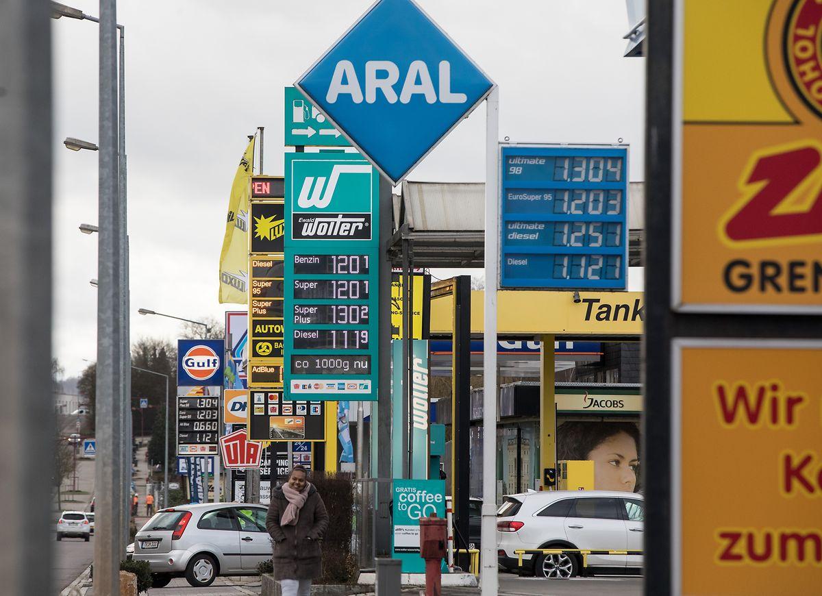Tankmeile in Wasserbillig: An den 236 Tankstellen arbeiten 220 Beschäftigte. Insgesamt zählt der Treibstoffsektor in Luxemburg 2600 Mitarbeiter.