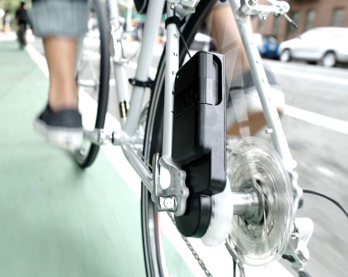 Das Gerät der Firma Siva Cycle greift das Drehmoment an der Achse ab und produziert Strom, der dann zum Beispiel ein Handy laden kann.