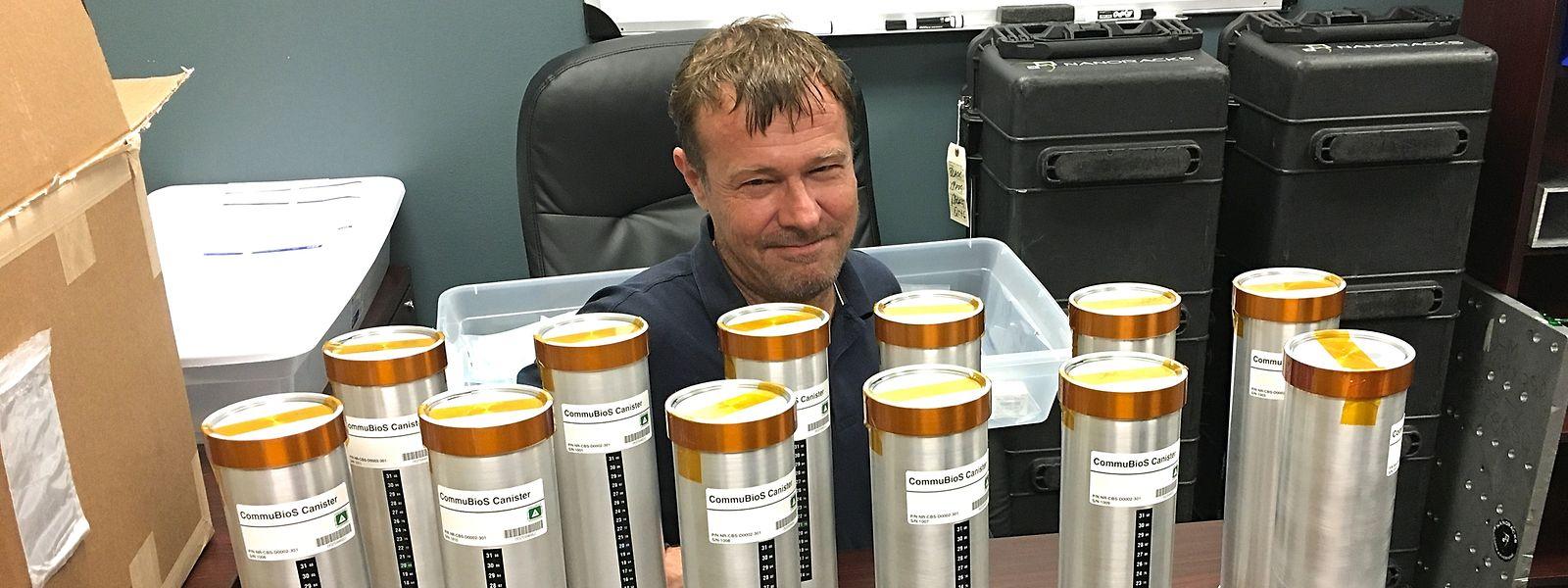 Interdiction pour les astronautes de la station orbitale européenne de goûter une seule goutte des grands crus expédiés depuis la Terre par Space Cargo Unlimited. Les échantillons sont juste là pour apaiser la soif de connaissances.
