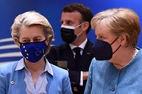 President of the European Commission Ursula von der Leyen, France's President Emmanuel Macron (C) and Germany's Chancellor Angela Merkel arrives for the second day of the EU summit at the European Council building in Brussels on May 25, 2021. - European Union leaders take part in a two day in-person meeting to discuss the coronavirus pandemic, climate and Russia. (Photo by JOHN THYS / POOL / AFP)